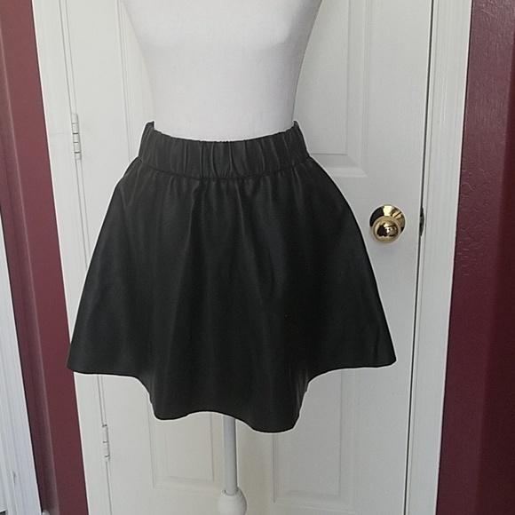 Club Monaco Dresses & Skirts - Club Monaco leather look Size 4